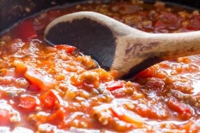Řecké těstoviny s rajčatovou omáčkou a mletým masem