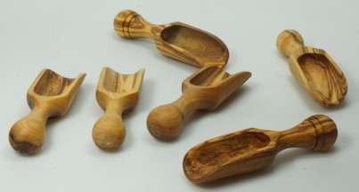 Lopatka 10 cm z olivového dřeva č.1